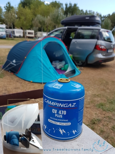 Campingaz CV 470 Plus Butane/Propane with Easy Clic Valve burner.  Text reads: www.freeelectrons.family.  #FreeElectrons.Family - camping Europe, what to bring