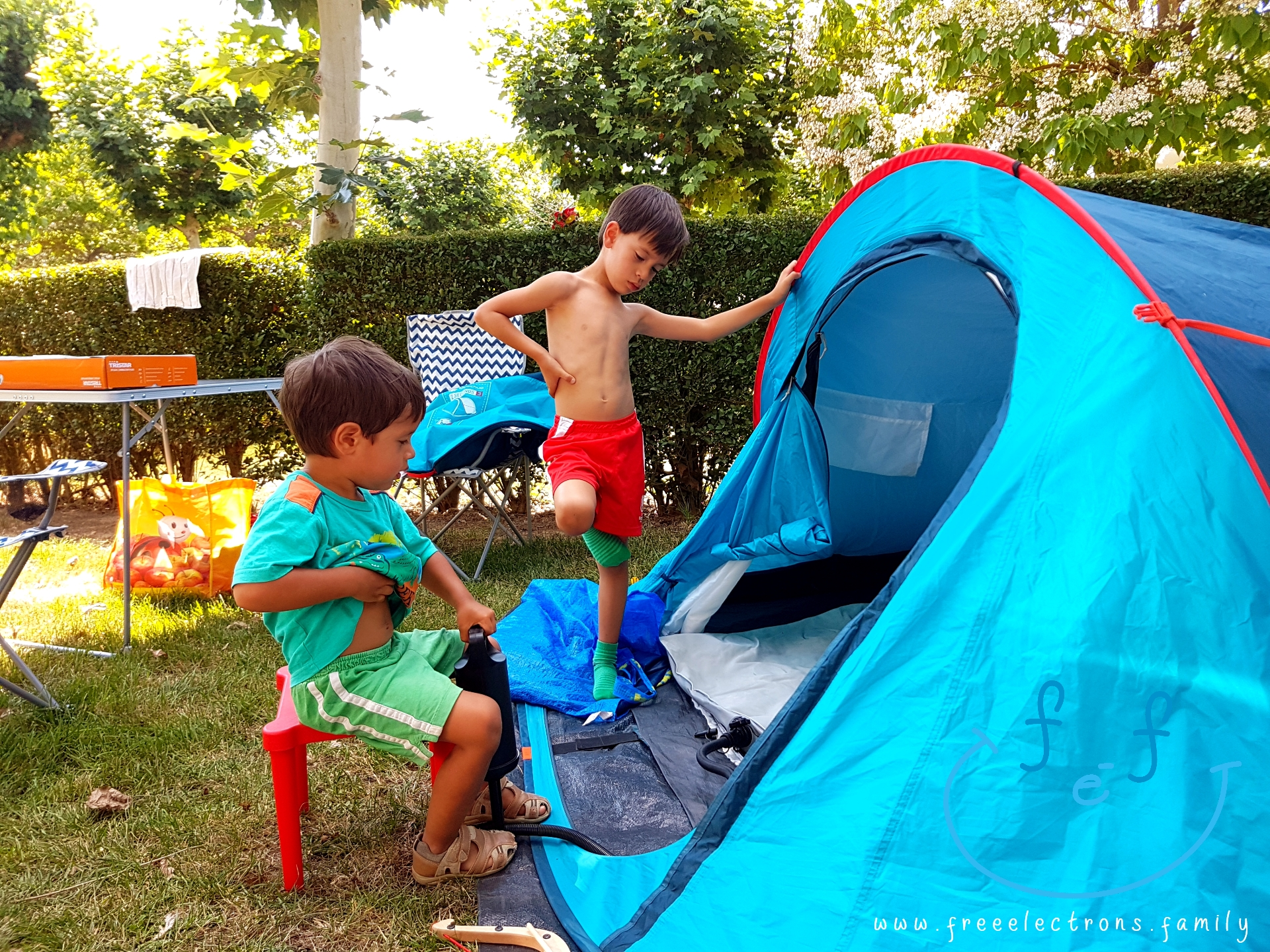 #FreeElectrons.Family - camping road trip Europe 2 kids work