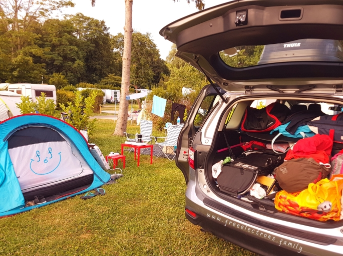 #FreeElectrons.Family - camping road trip Europe 2 parking
