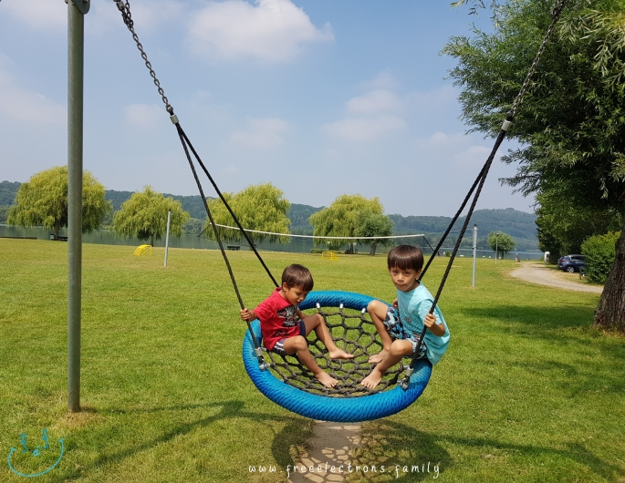 #FreeElectrons.Family - camping road trip Europe 2 play