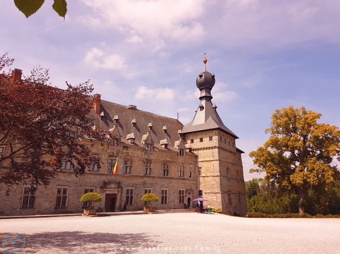 Chateau de Chimay Palace.  www.FreeElectrons.Family - camping road trip Europe 2.