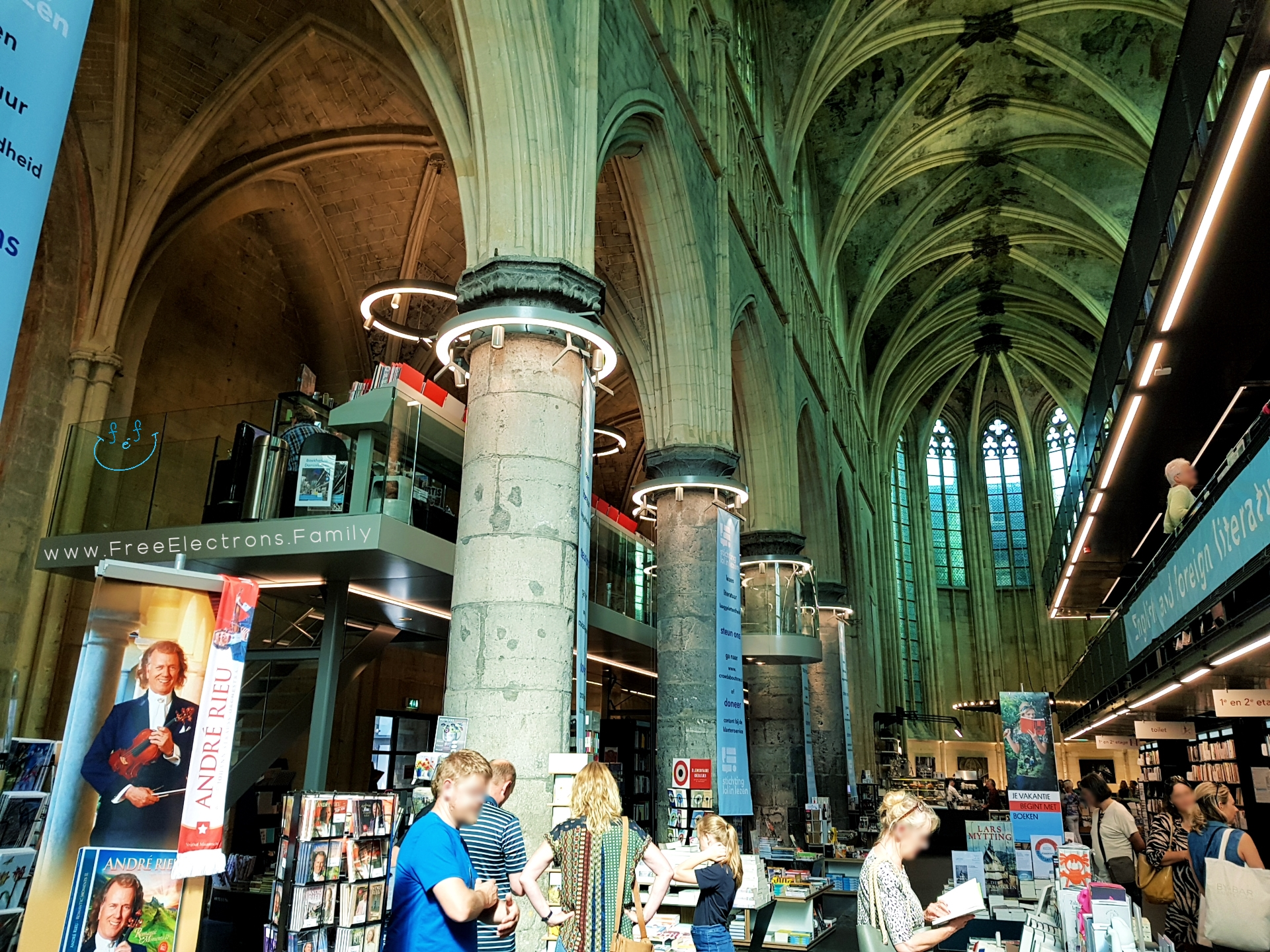 Random people in a Dominican-monastery-converted bookstore.  #FreeElectrons.Family - camping road trip Europe Maastricht.
